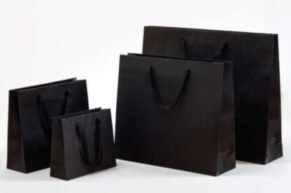 Exklusive Papiertragetasche Baumwollbänder glamourös hochwertig stabil Werbemittel Logodruck schnelle Lieferung günstig preiswert kompetent unterschiedliche Größenformate Schwarz