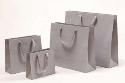 Exklusive Papiertragetasche Baumwollbänder glamourös hochwertig stabil Werbemittel Logodruck schnelle Lieferung günstig preiswert kompetent unterschiedliche Größenformate Grau grau
