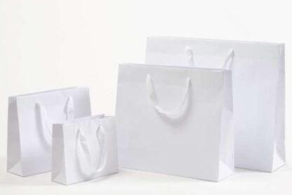 Exklusive Papiertragetasche Baumwollbänder glamourös hochwertig stabil Werbemittel Logodruck schnelle Lieferung günstig preiswert kompetent unterschiedliche Größenformate weiß