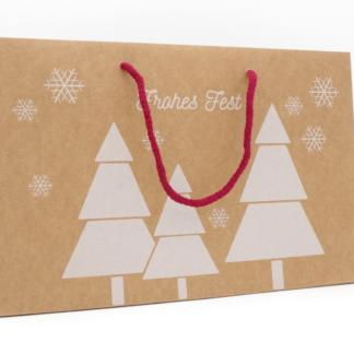 Einkaufstüte Papiertragetasche Weihnachten Weihnachtstüte Verpackung Werbemittel Tannen-Motiv braun Baumwollkordeln Rot Schneeflocken preisgünstig zuverlässig schnelle Lieferung Tragetasche Papiertasche Geschenke Geschenkverpackung